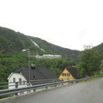 Widok z drogi na Muzeum Norweskiego Przemysłu Rjukan